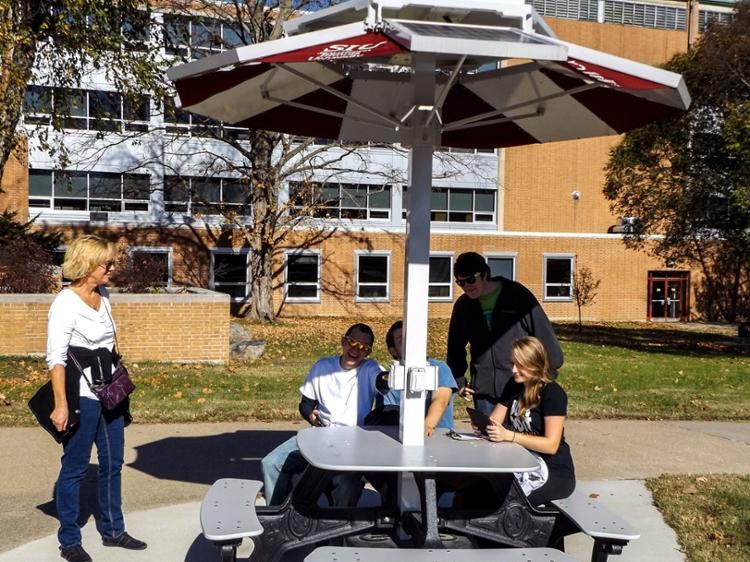 Campus Solar Array Sustainability SIU - Solar picnic table